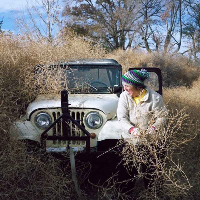 Woman unburies Jeep from tumbleweeds